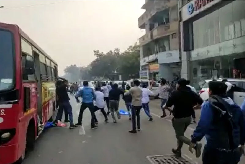 Clash between ABVP and NSUI workers in Ahmedabad