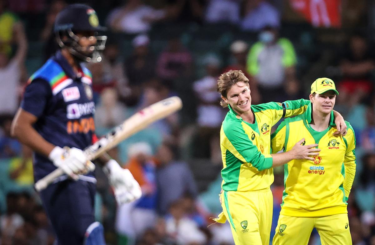 Australia's Adam Zampa (C) celebrates with teammate Steve Smith after they dismissed India's KL Rahul (L) during their one-day international cricket match at the Sydney Cricket Ground (SCG) in Sydney –AFP photo